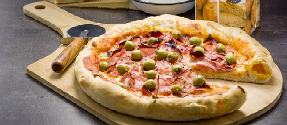 Pizza con el borde relleno de queso.. pizza ›Masas y repostería