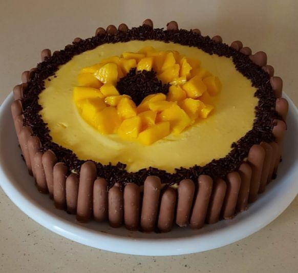 Charlota de mango con bizcocho al cacao con Thermomix®