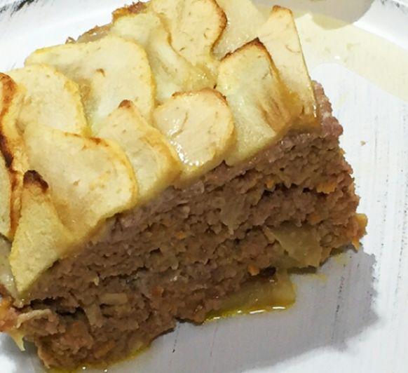 Pastel de carne y manzanas.