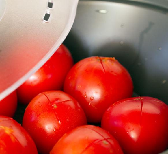 Aqui te cuento como pelar tomates con Thermomix® , muy fácil.