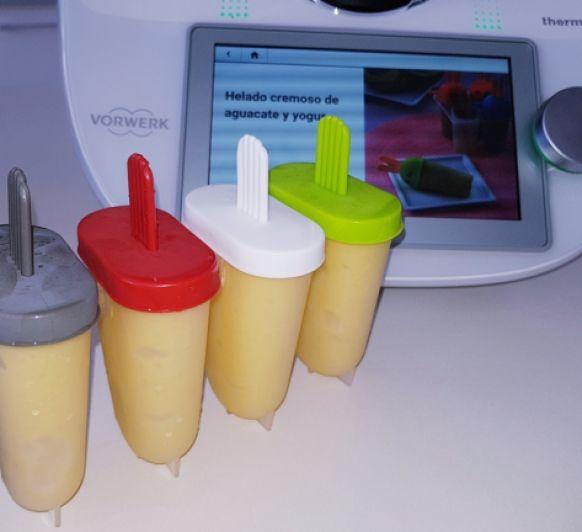 Helado cremoso de mango, plátano y yogur