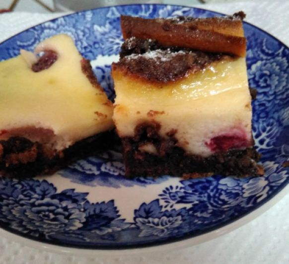 BROWNIE CHEESECAKE CON FRAMBUESAS