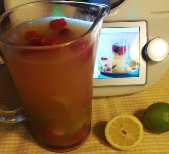 Mocktail de lima, limón y frambuesa