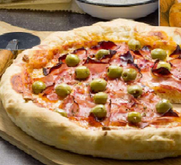 Pizza con el borde relleno de queso, echa con thermoix