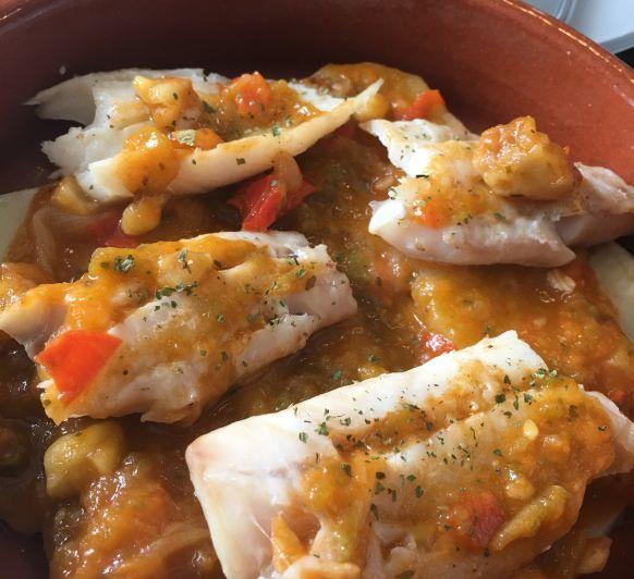 Pescado encebollado con castañas y papas o batatas con Thermomix®